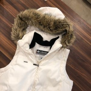Columbia Puffer Vest with Faux Fur Hood (Large)
